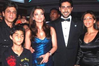Kareena Kapoor attend avec impa...